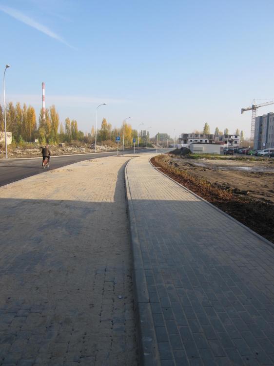 Budowa ulicy Celulozowej we Włocławku-prace brukarskie (generalny wykonawca PPUH LUX-DOM Sp. z. o . o