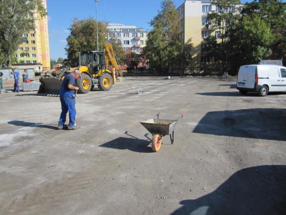 Perforacja płyty boiska; roboty brukarskie Szkoła Podstawowa nr 18 Włocławek
