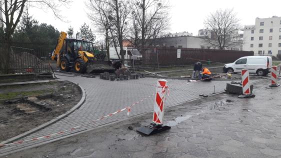 Budowa wjazdu do 10 Wojskowego Szpitala Klinicznego w Bydgoszczy z ul. Powstania Listopadowego